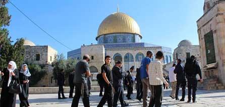 Photo of Israeli fanatics storm Al Aqsa Mosque under security protection