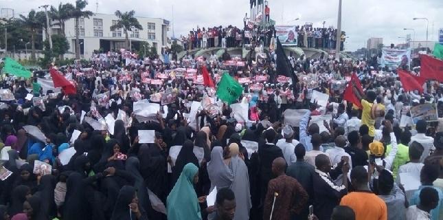 Photo of Nigerians protest Sheikh Zakzaky's illegal detention
