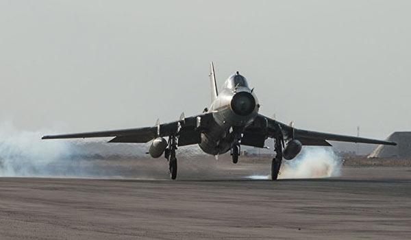 Photo of Long Convoy of ISIL's Vehicles Hit Hard in Syrian Air Raid in Deir Ezzur