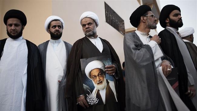 Photo of Bahraini clerics show support for senior Shia clergyman