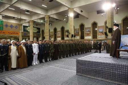 Photo of Leader of Islamic Ummah Sayyed Imam Ali Khamenei receives Army commanders, staff