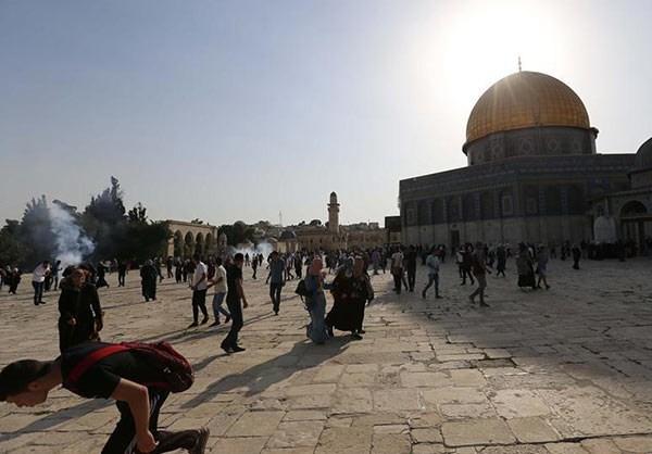 Photo of Photos- Dozens of Palestinians Injured in New Clashes near E. Jerusalem's Shrine