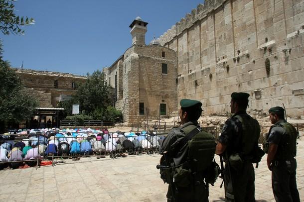 Photo of Photos- Prayers held outside al-Aqsa as Palestinians boycott Israeli detector