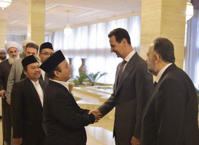 Photo of President Assad defies rumors, receives Islamic scholars in Damascus