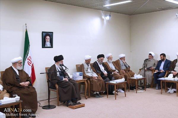 Photo of Imam Sayyed Ali Khamenei: Eliminating philosophy from seminary schools leads to superficiality