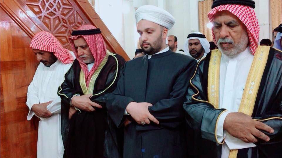 Photo of Iraqi Shia Cleric Syed Ali Talaqani visited a Sunni Mosque to pray and break fast