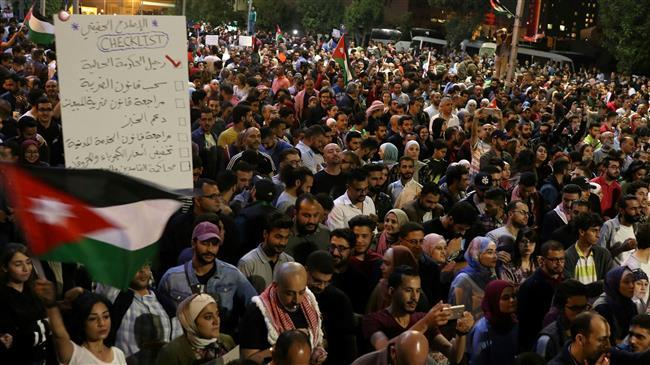 Photo of Tax protests continue in Jordan despite PM's resignation